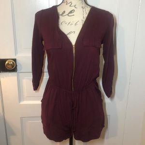 ⭐️5/$25 Pocket romper burgundy gold zipper